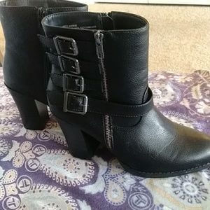 JustFab Black Bootie 9w